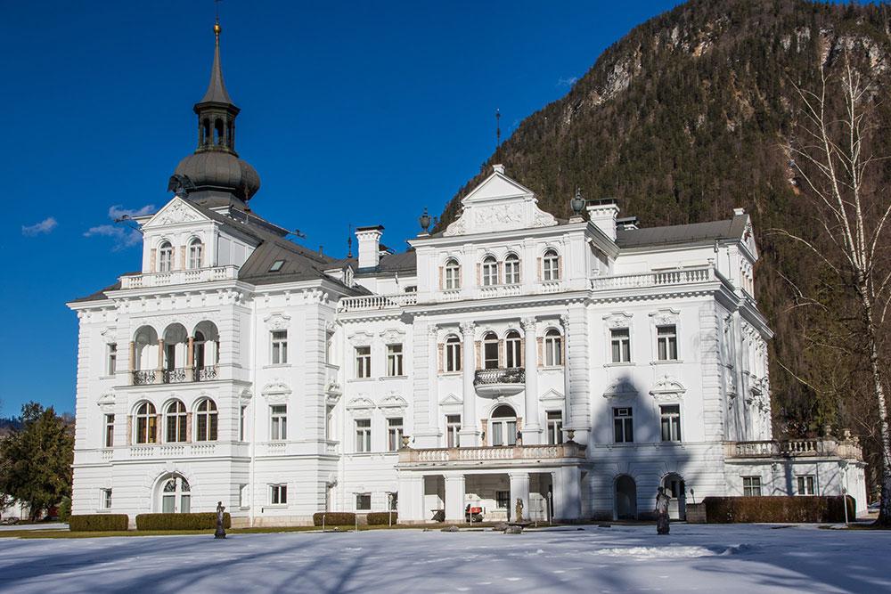 Schloss Grubhof im Winter - Ferienwohnungen Mitterer Schlosspark Grubhof - St. Martin bei Lofer