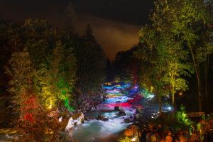 Kanu Kajak bunte Lichter (c) Salzburger Saalachtal Tourismus