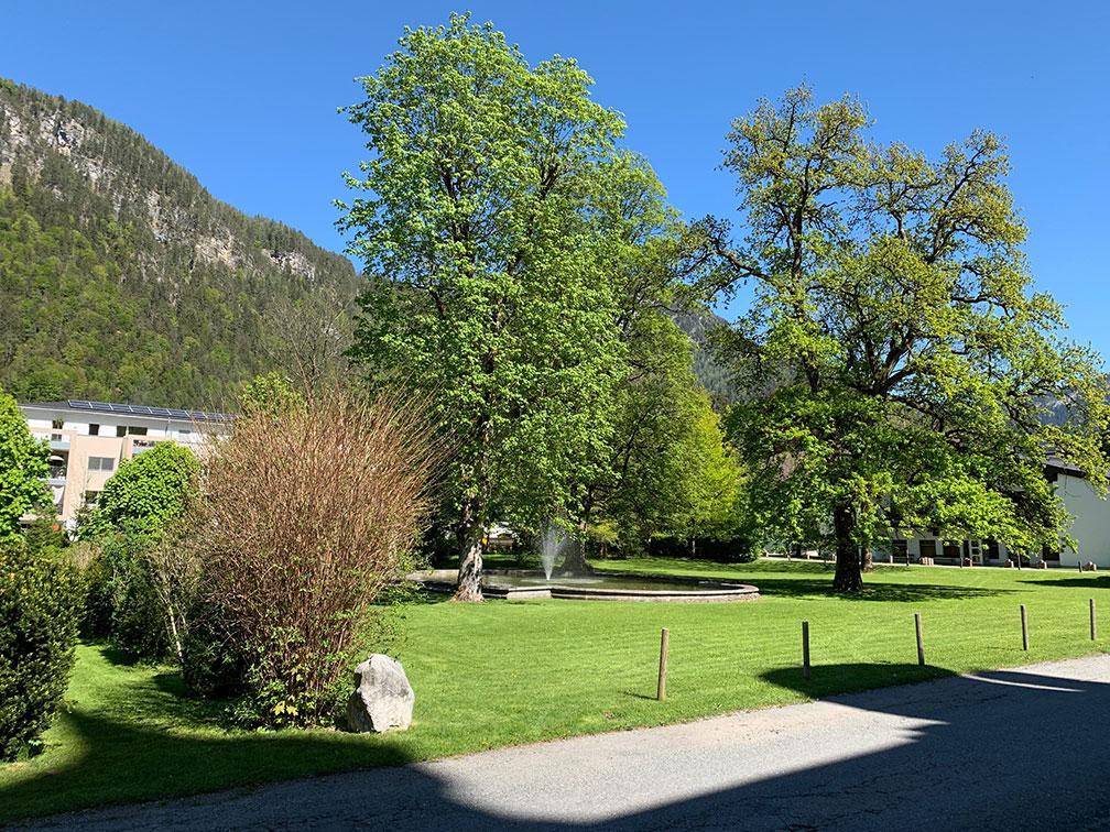 Schlosspark Grubhof - Garten mit Springbrunnen