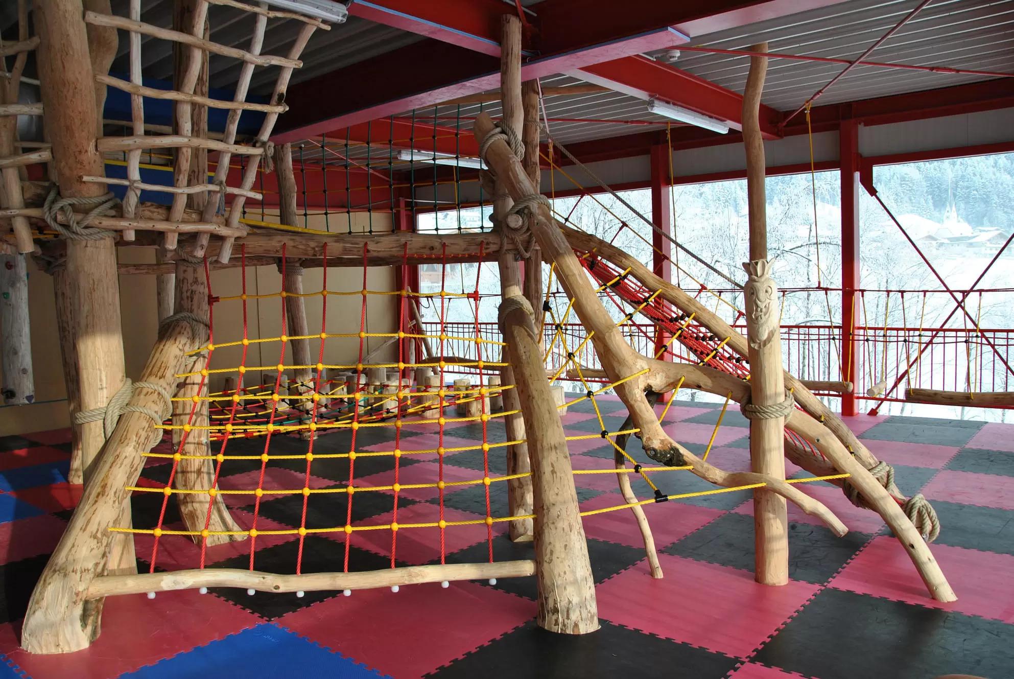 Familienland Niederseilgarten Klettern für Kleinkinder