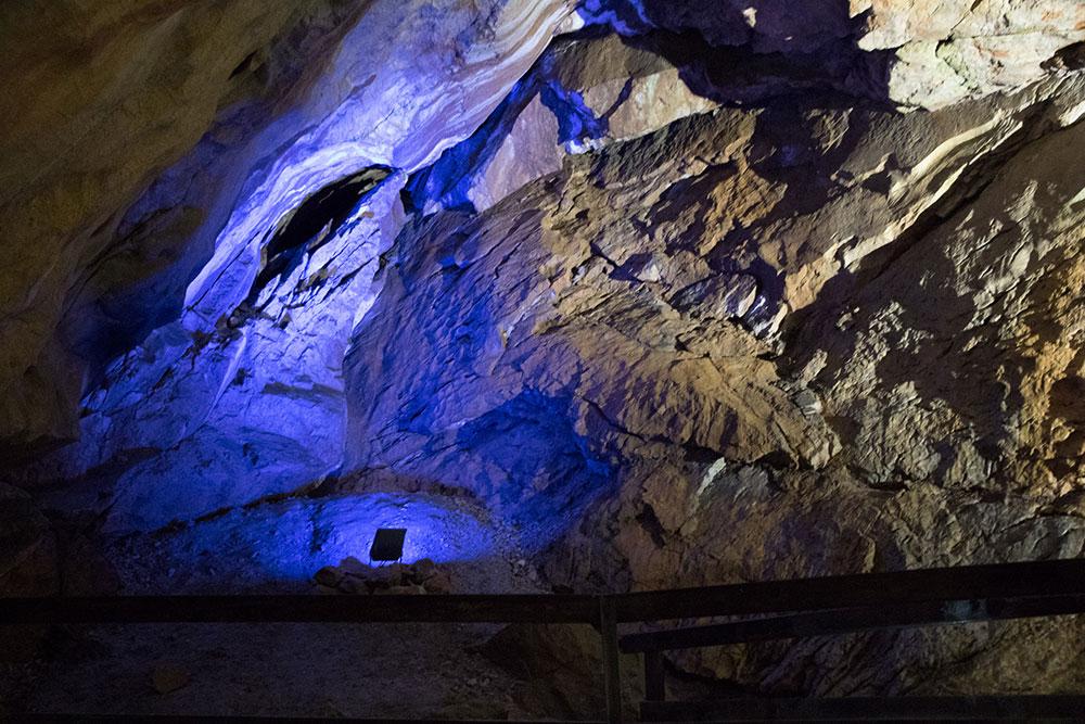 Lamprechtshöhle St. Martin bei Lofer - blaue Beleuchtung
